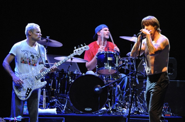 La banda liderada por Anthony Kiedis nombrará a su próximo disco Dr Johnny Skinz's Disproportionately Rambunctious Polar Express Machine-head: sí
